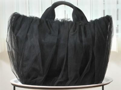 冠婚葬祭でも大活躍のチュールバッグ